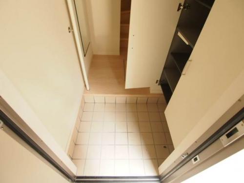 玄関も広くて靴もしっかりとしまえます。