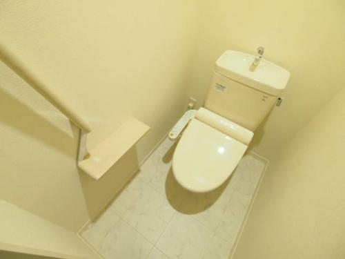 トイレは温水洗浄便座です。