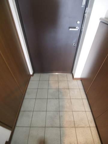 広い玄関は出入りもしやすいので安心です。
