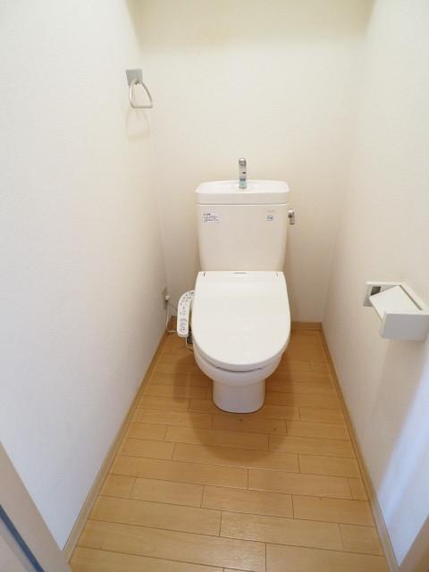 トイレとお風呂は別です。