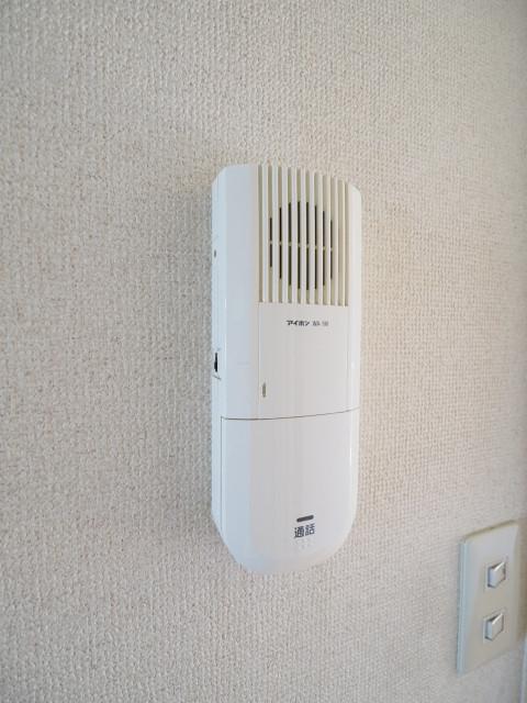 インターホンで来客の対応可能です。