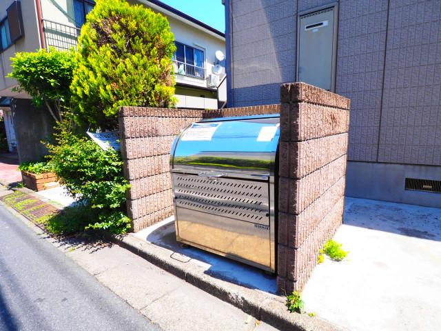 ゴミも敷地内で捨てることができます