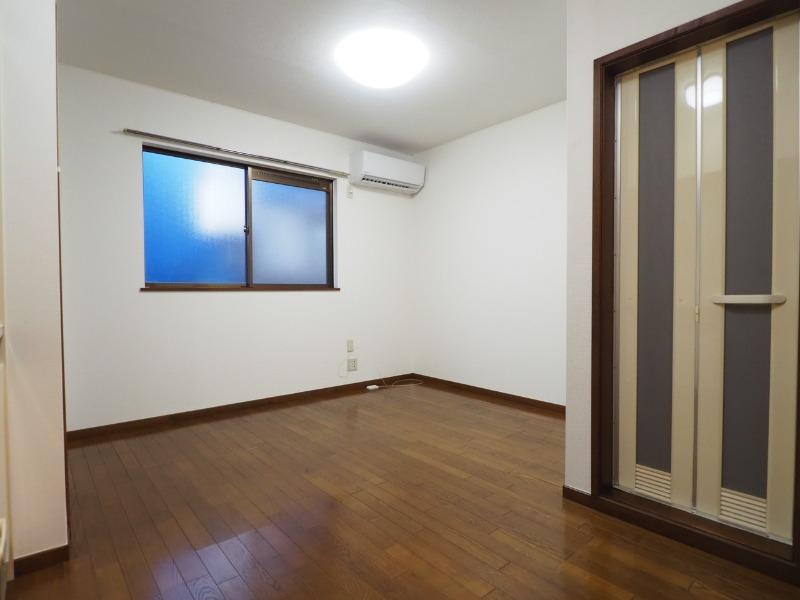 洋室は6帖。別部屋の写真です。