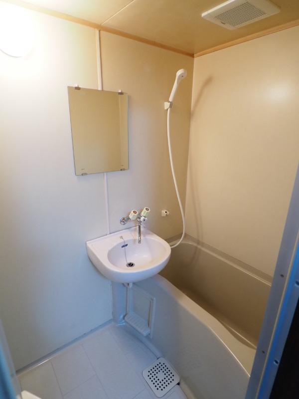 バストイレが別です。別部屋の写真です。