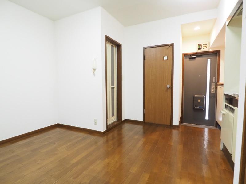 洗濯機スペースもあります。別部屋の写真です。