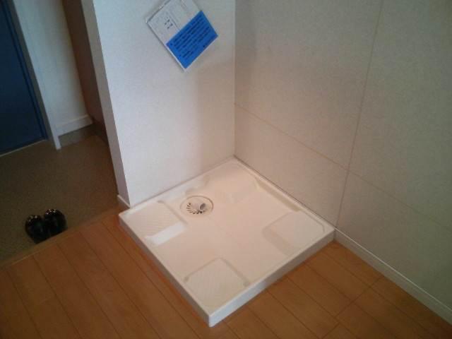 室内に洗濯機置場があります。