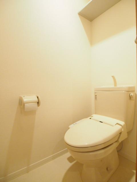 トイレも多機能便座です。