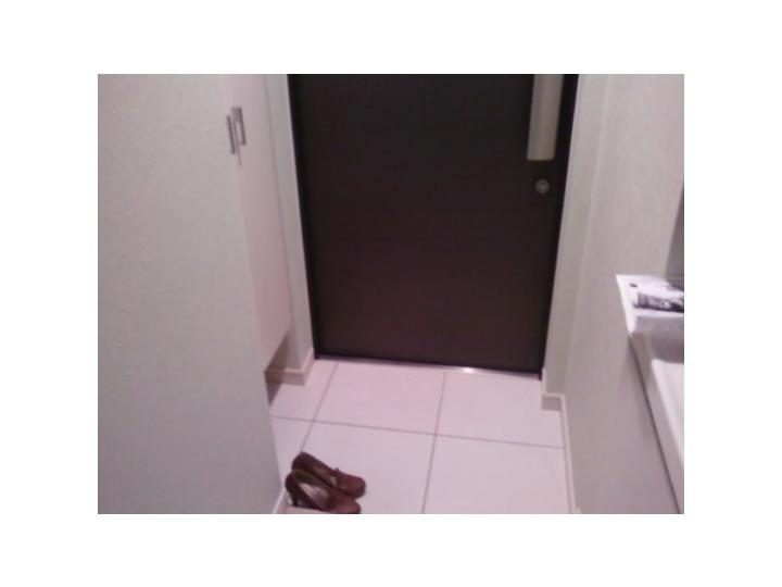 シューズボックス完備の玄関もきれい。
