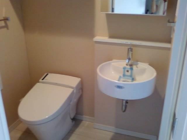今回のお部屋はトイレと脱衣所がわかれています。
