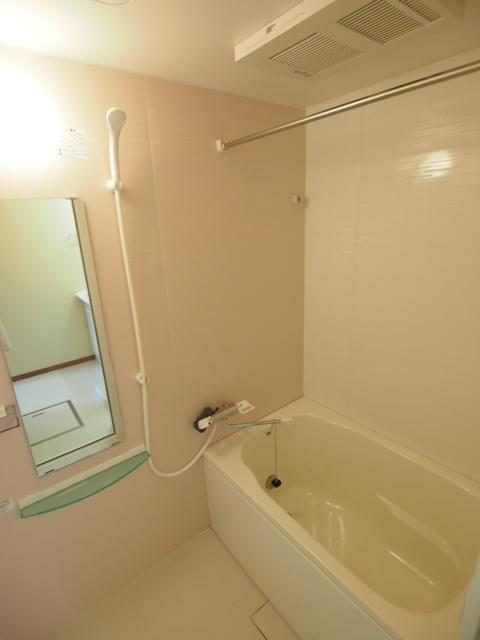 浴室乾燥機など設備も充実。