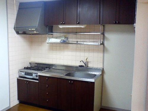 キッチン周りの収納豊富。