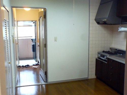 キッチン周りは冷蔵庫などもしっかり置けます。