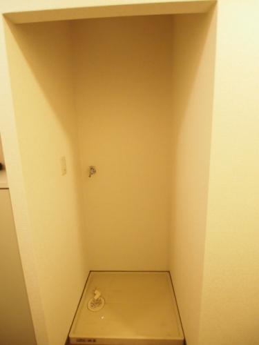 洗濯機置場は防水パン付きで安心。