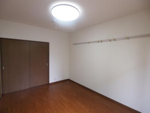 洋室は6帖で家具の配置もしやすいですね
