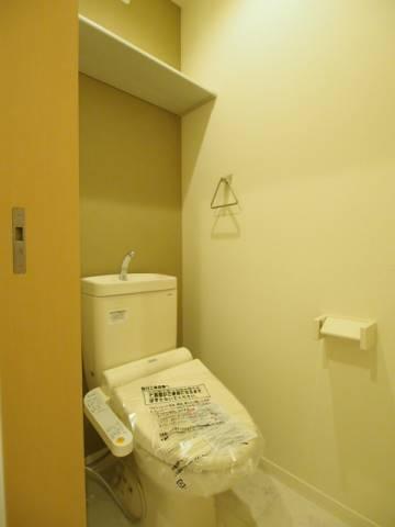 トイレ上部には棚もあるので安心