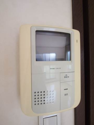 来客時も安心のモニター付きインターホン。
