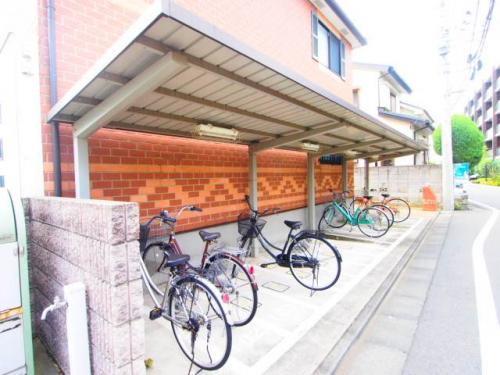 屋根つき駐輪場