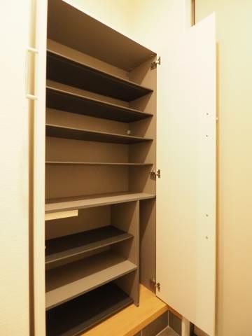 モニターで来客を確認できる安心のインターホン。