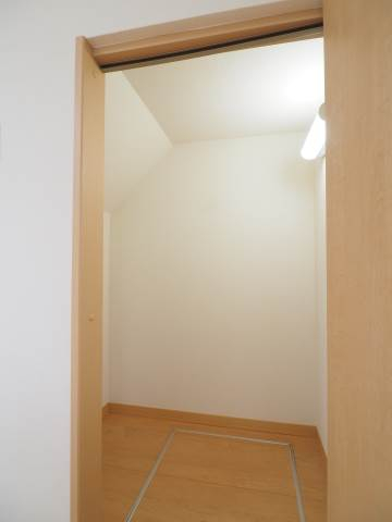 一階の洋室は各お部屋に収納がついています。
