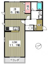 寝室空間と居住空間が分けられる室内