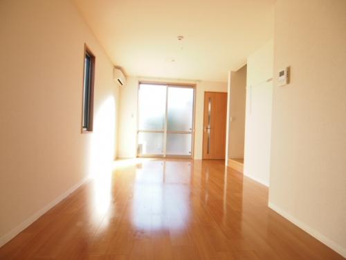 リビングは南向きでとても明るい暖かいお部屋です。
