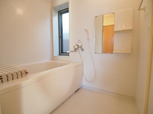 多機能のお風呂。窓もあって嬉しい