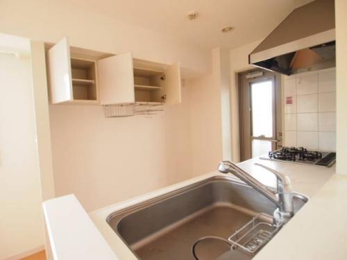 キッチン後ろもしっかり棚が付いていて使いやすいですね。