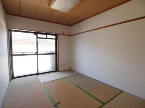 和室は南向きで明るいです。