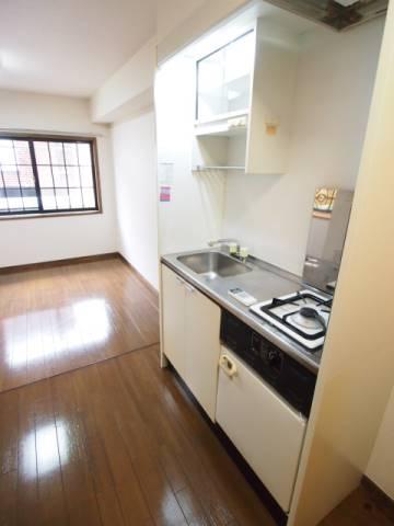 キッチンは一口ですが、ガスなので使いやすいです。