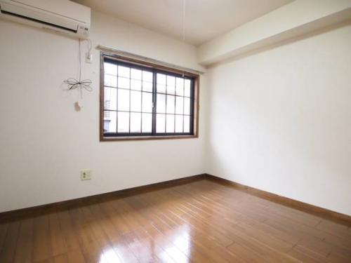 ロフトを上手に使うとお部屋が広く確保できます。