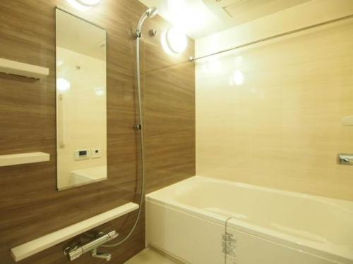 お風呂も広くゆったりと使えますね。