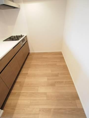 キッチン後ろにもスペースがありますよ。