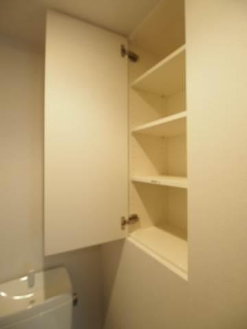 トイレの棚もとても便利ですね