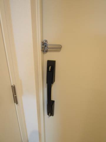 ダブルロックとUロックがあるので安心の玄関ドア