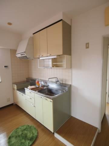 モデルルームになっています。キッチンは使いやすい配置。