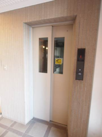 上階でも安心のエレベーターつき。