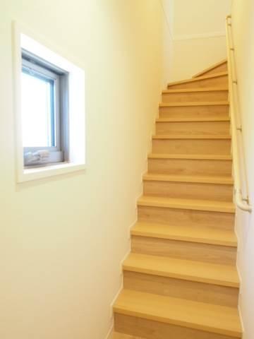 玄関から階段まで。