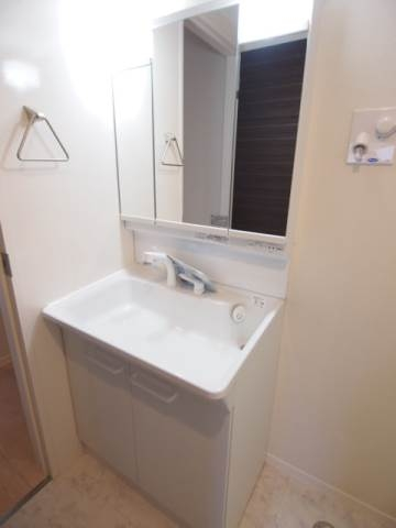 朝の支度にも便利な独立洗面台。