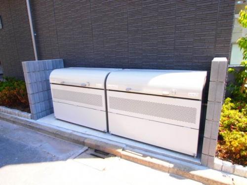 ゴミストッカーは敷地内にあり便利、
