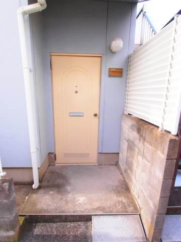 玄関ドアにはのぞき穴もしっかりついています。