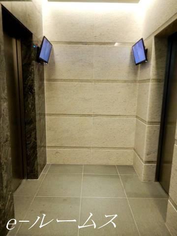 エレベーター2基、モニター付です