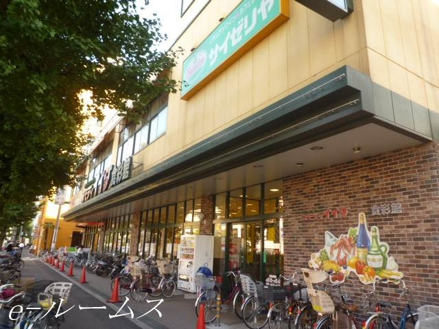 サイゼリヤコモディイイダ桜川店