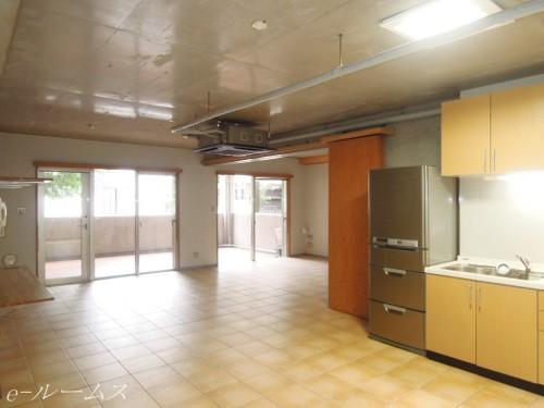 キッチンスペース(冷蔵庫はモデルルーム家具)