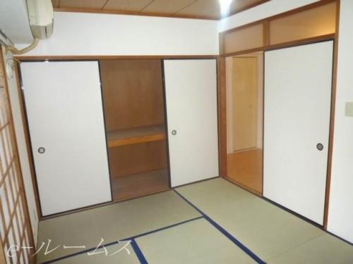洋室4.4帖玄関側のお部屋です