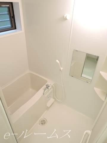 バスルーム(窓あり)