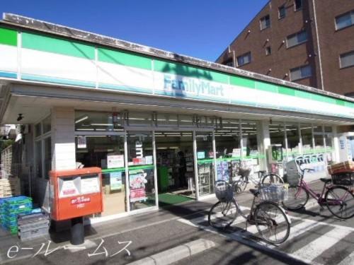 ファミリーマート桜川三丁目店