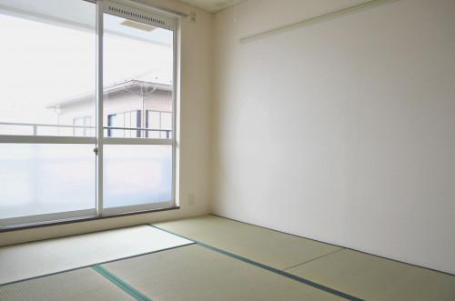 壁紙も畳も襖も張り替え済☆