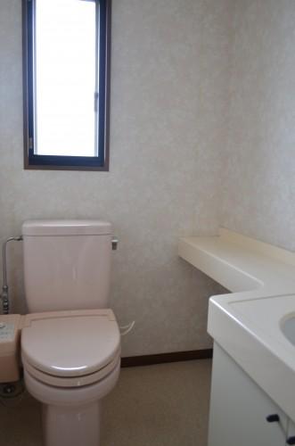 手洗い場付で広めのトイレ