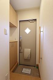 玄関は安心の1キー2ロック