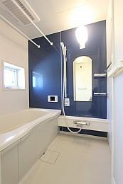 追い焚き機能・浴室暖房乾燥機完備